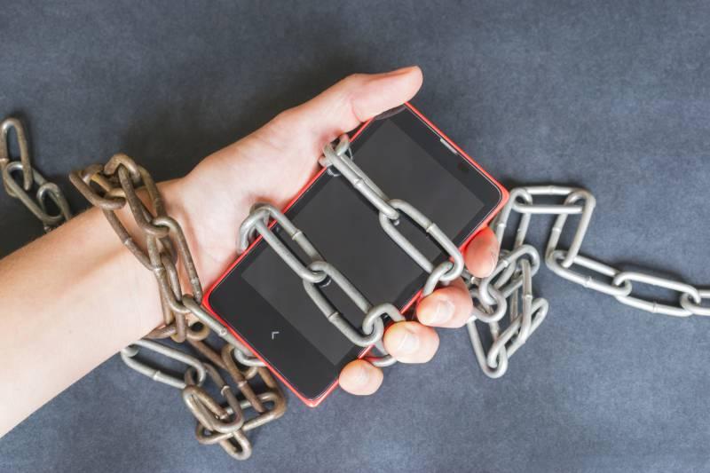 Ossessione per lo smartphone: giovani e giovanissimi a rischio